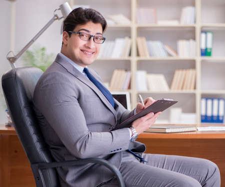 Young businessman working in the office Imagens
