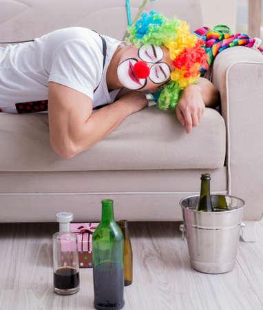 Drunk clown celebrating having a party at home Zdjęcie Seryjne