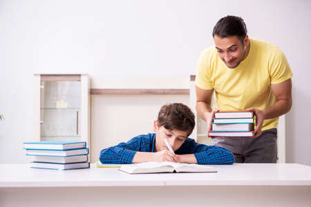 Father helping his son to prepare for school Banque d'images