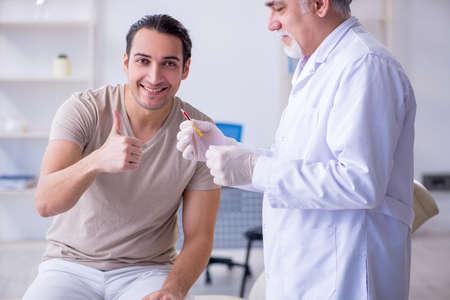 Male patient visitng doctor for shot inoculation Zdjęcie Seryjne - 129795558