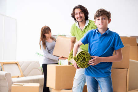 Young family moving to new flat Stok Fotoğraf - 129795613