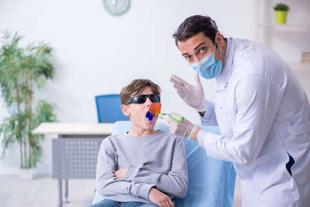 Young boy visiting doctor in hospital Stock Photo - 129664938
