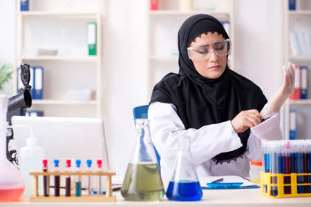 Female chemist in hijab working in the lab 版權商用圖片