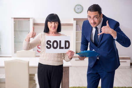 Male real estate agent and female client in the apartment Stock fotó