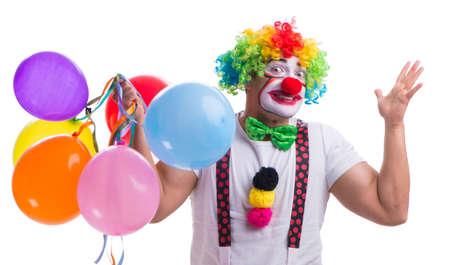Lustiger Clown mit Luftballons auf weißem Hintergrund