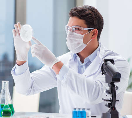 Male doctor working in the lab on virus vaccine 写真素材 - 129990402
