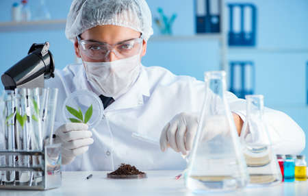 Male scientist researcher doing experiment in a laboratory 写真素材 - 129986587