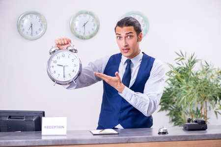 Young man receptionist at the hotel counter Standard-Bild