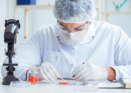 Doctor testing new drugs for medical purposes Stok Fotoğraf - 130529128