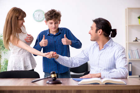 Scheidung einer Familie, die versucht, das Sorgerecht zu teilen