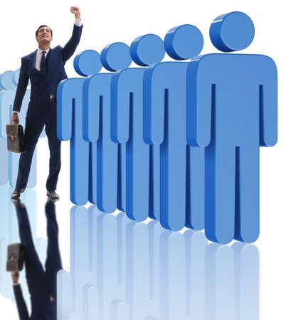 Abheben vom Crowd-Konzept mit Geschäftsmann