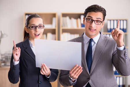 Businessman and businesswoman having discussion in office Imagens
