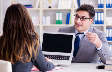 Business meeting between businessman and businesswoman Foto de archivo - 130812815