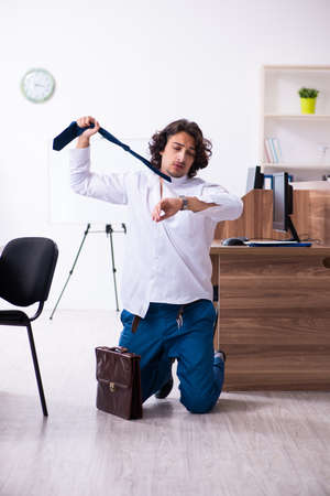 Young male employee unhappy with excessive work Banco de Imagens