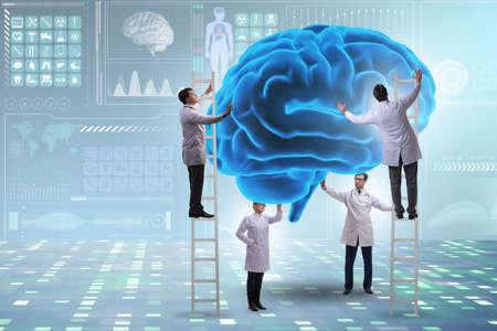 Team of doctors examining human brain Imagens