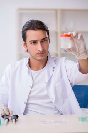 Young male chemist working in the lab Banco de Imagens