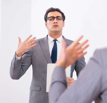 Politician planning speach in front of mirror 免版税图像 - 131887281