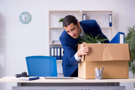Young employee being made redundant Imagens