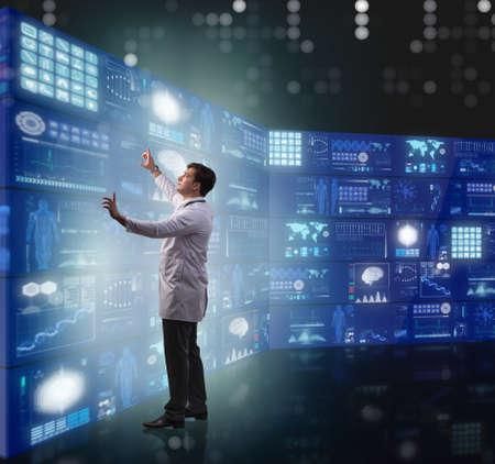 Doctor in telemedicine concept pressing buttons Zdjęcie Seryjne