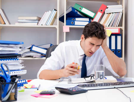 Busy frustrated businessman angry in the office Imagens - 133376660