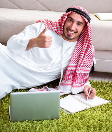 Arab man working at home on his work Foto de archivo - 132004978