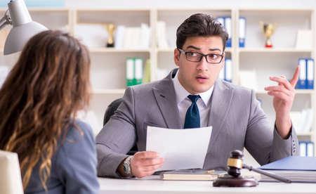Lawyer discussing legal case with client Foto de archivo - 132006575