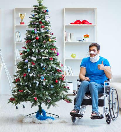 Injured disabled man celebrating christmas at home 版權商用圖片