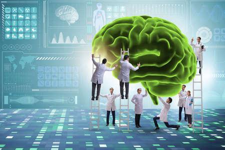 Team di medici che esaminano il cervello umano
