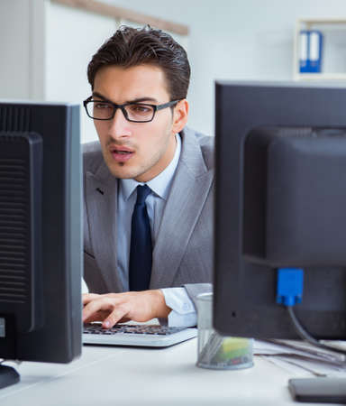 Businessman sitting in front of many screens Imagens - 133375350