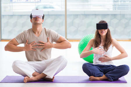 Man and woman with VR glasses meditating Imagens - 133375639