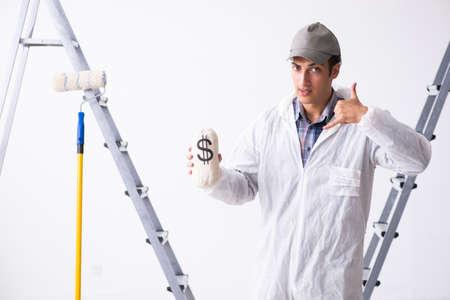 建設現場で働く画家