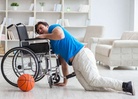 Young basketball player on wheelchair recovering from injury Stockfoto