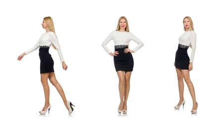 Bella donna in abito bianco e nero isolato su bianco