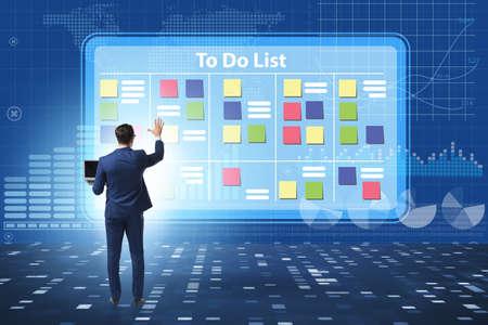 Concetto di lista delle cose da fare con l'uomo d'affari