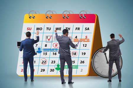 Concetto di calendario aziendale con uomo d'affari Archivio Fotografico