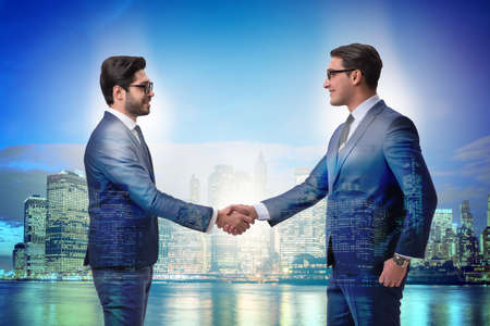 Businessman shaking hands in agreement Zdjęcie Seryjne