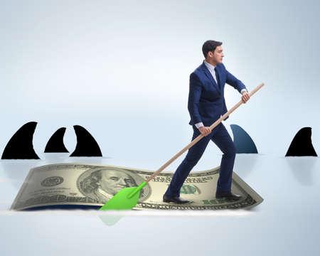 Geschäftsmann, der auf Dollarboot im Geschäftsfinanzkonzept rudert