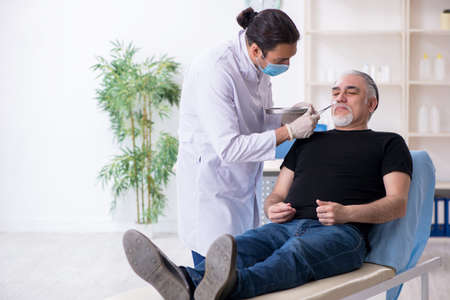 Old man visiting young doctor for plastic surgery Zdjęcie Seryjne