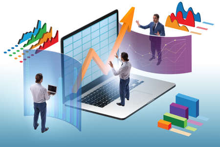 The trader working in technical visualization environment 스톡 콘텐츠