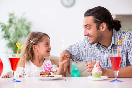 Father celebrating birthday with his daughter Imagens