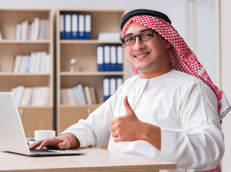 Arab businessman working in the office 免版税图像
