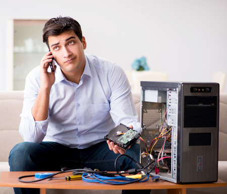 Angry customer trying to repair computer with phone support Stockfoto