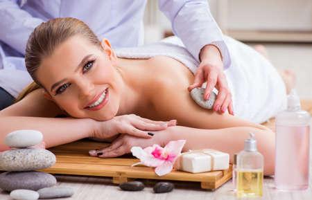 Young woman during spa procedure in salon 版權商用圖片
