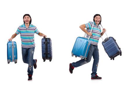 白い上に孤立したスーツケースを持って旅行する若い男