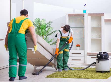 Die Reinigungsprofis, die im Haus arbeiten