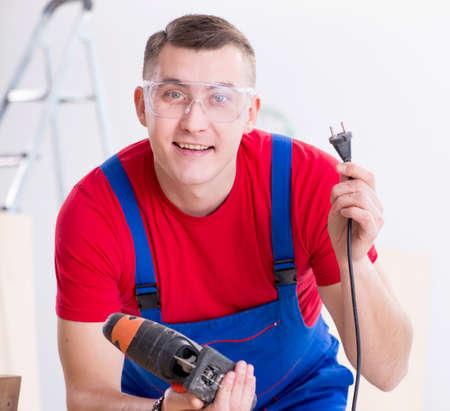 Contractor working in the workshop 版權商用圖片 - 143608132