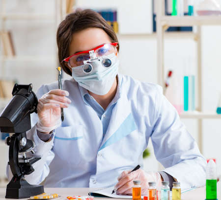 Lab assistant in drug synthesis concept Standard-Bild