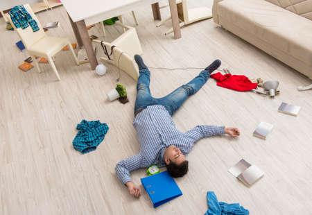 Dead man after burglary at home Standard-Bild