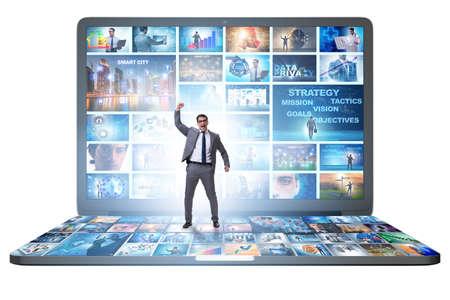 Viele verschiedene Bilder im Videostreaming-Konzept