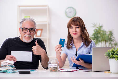 Financial advisor giving retirement advice to old man 스톡 콘텐츠